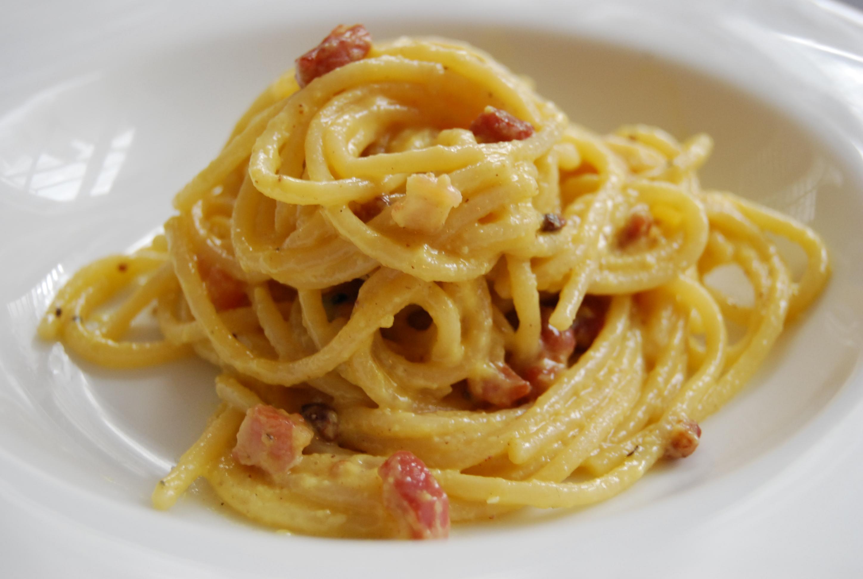 Spaghetti alla carbonara lo sguardo web for Piatti tipici della cucina romana